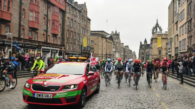Tour of Britain stars race from Edinburgh to Kelso